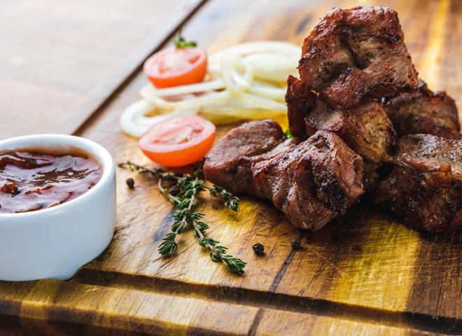 Шашлык из баранины: рецепт с пикантным соусом