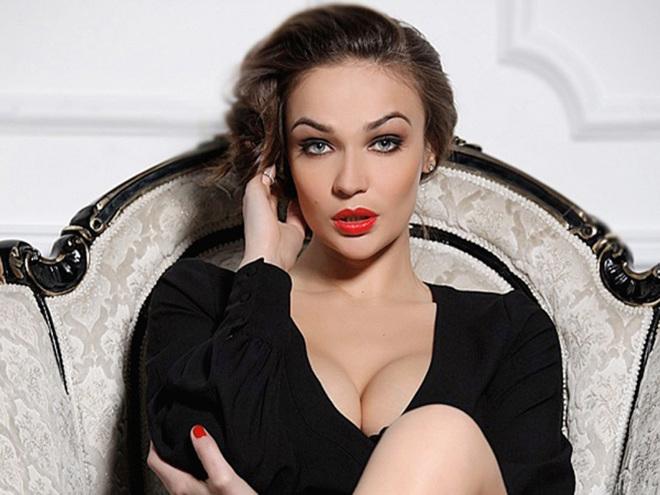 Самые большие груди и красивые русских знаменитостей фото