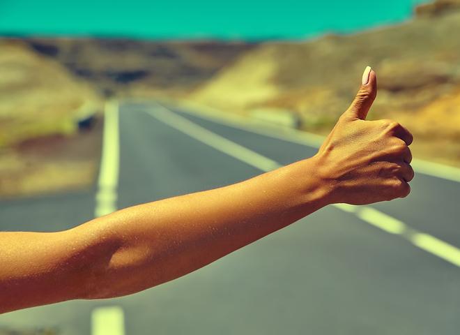 Які жести потрібно знати при мандрівках автостопом?