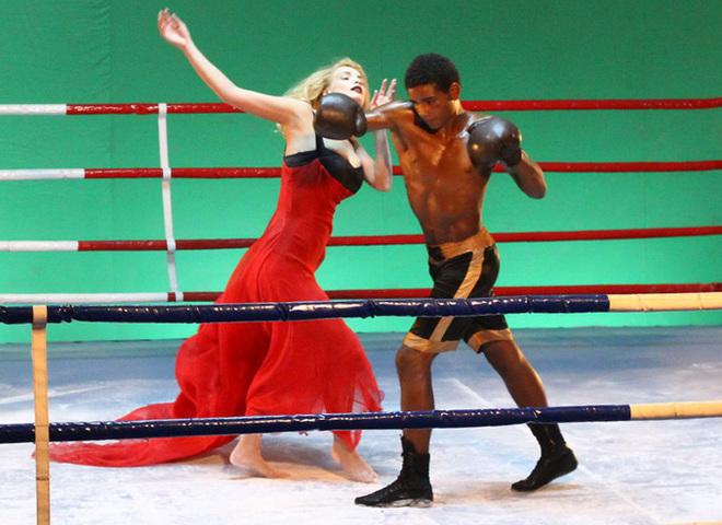 Таня Котова оказалась под прицелом боксера!