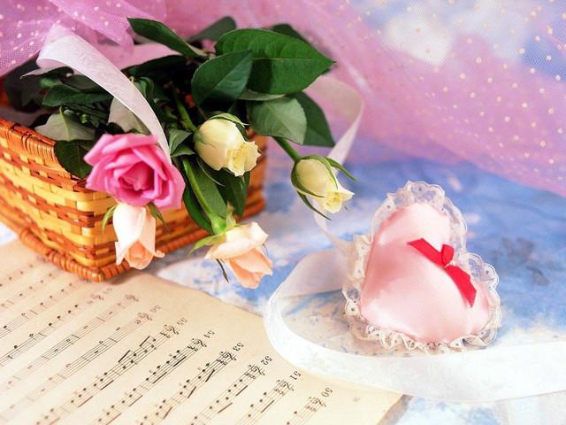 Романтические открытки к 8 марта