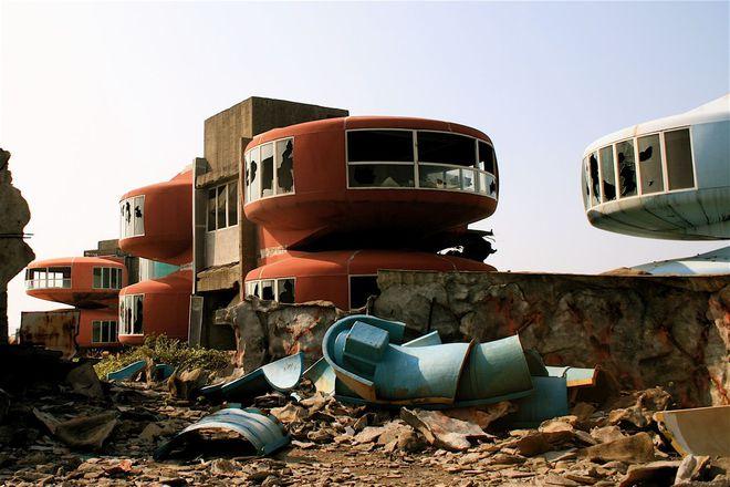 Впечатляющие места: 10 заброшенных уголков мира