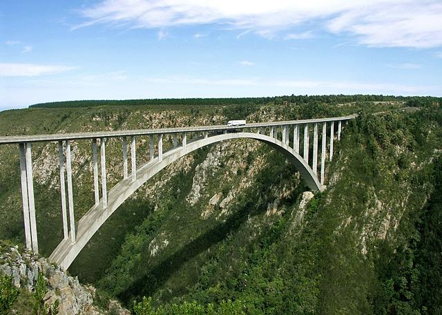 7 найбільш високих банджі-стрибків: Міст Bloukrans (Південна Африка)