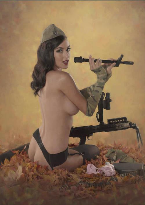 Девушки с оружием в стиле pin up