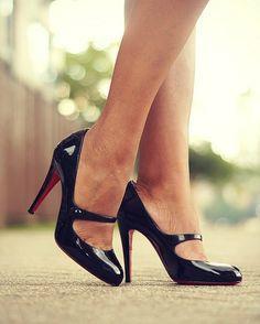 Обувь, которая должна быть у каждой девушки