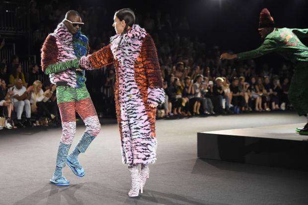 Дикі танці на модному шоу KENZO x H&M