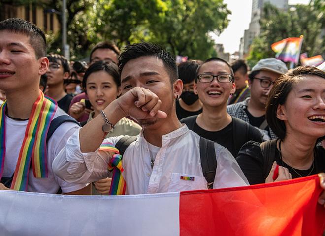Первые в Азии: Тайвань узаконил однополые браки