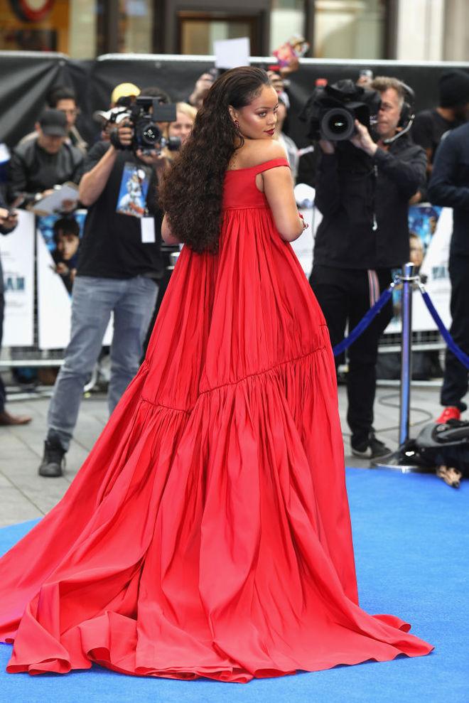 Рианна в платье от Giambattista Valli