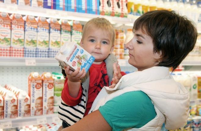 Рынок или супермаркет: куда пойти за молоком для ребенка?