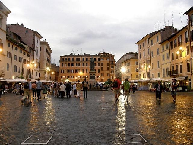 Цікаві місця Риму: Кафе на Кампо ді Фьорі