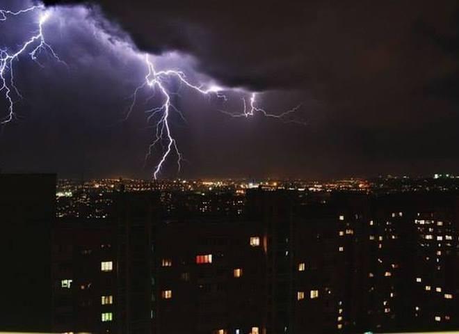 Киев - город молний: красота стихии в столице