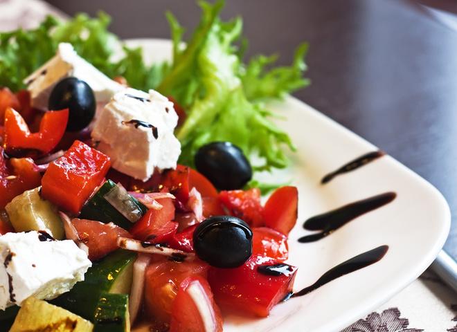 Греческий салат: рецепт с цитрусами