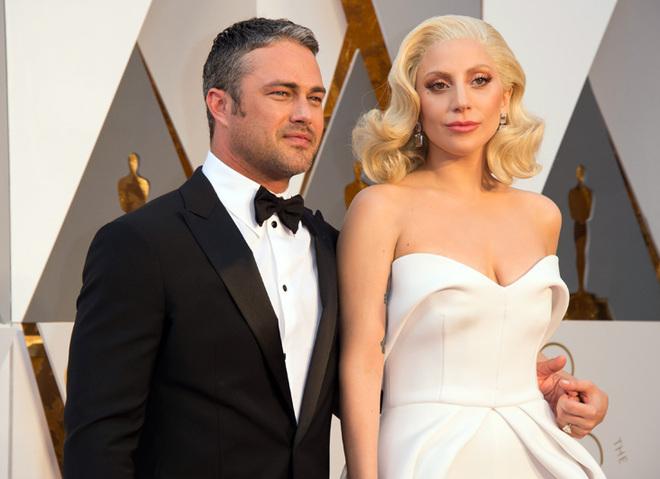 Оскар 2016: Леди Гага на красной дорожке