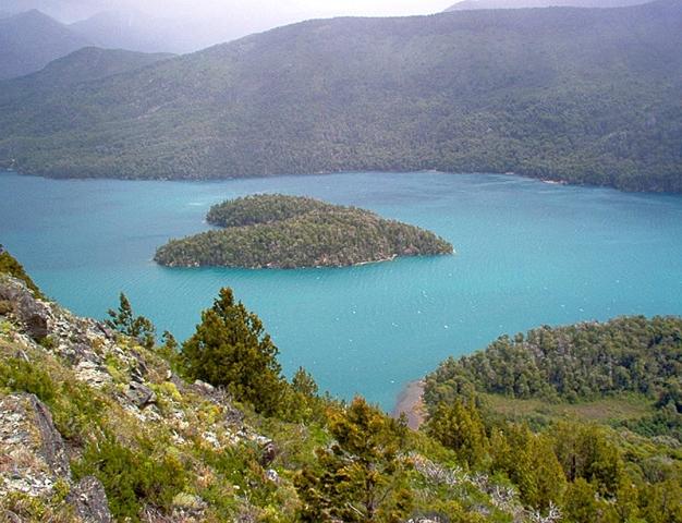 Самые романтические места планеты в виде сердца: Остров на озере Гутьеррес, Патагония
