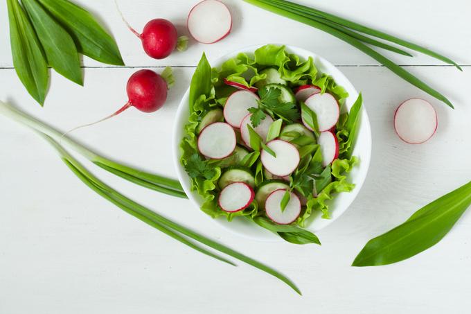Салат з черемши та редиски