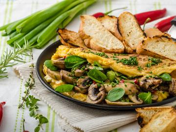 Омлет з грибами і зеленню