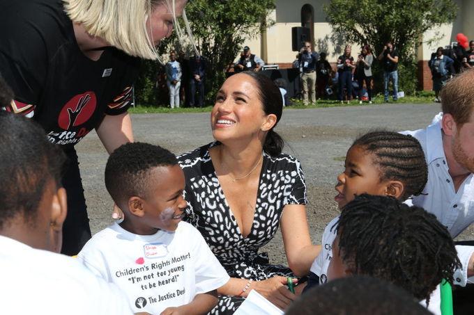 Меган Маркл и принц Гарри во время визита в Кейптаун, Южная Африка