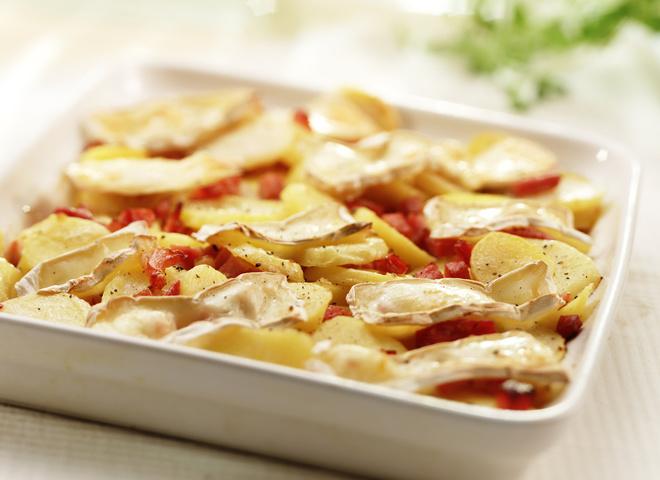 гратен з молодої картоплі і бекону