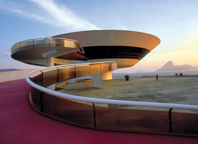 Показ Louis Vuitton в Ріо