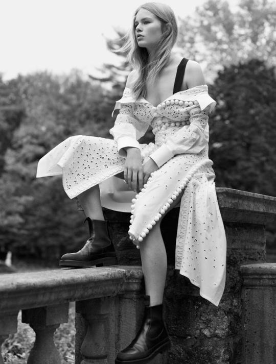 Анна Эверс для Vogue US