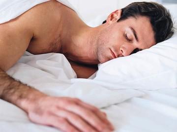Чому чоловіки після сексу сплять