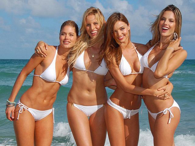 фото девушек в купальнике видео