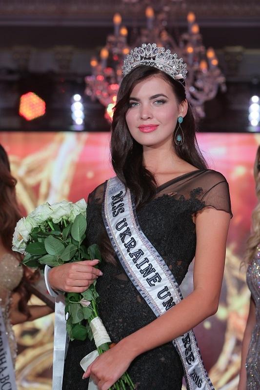 Переможниця Міс Україна Всесвіт 2016 Олена Сподинюк ФОТО