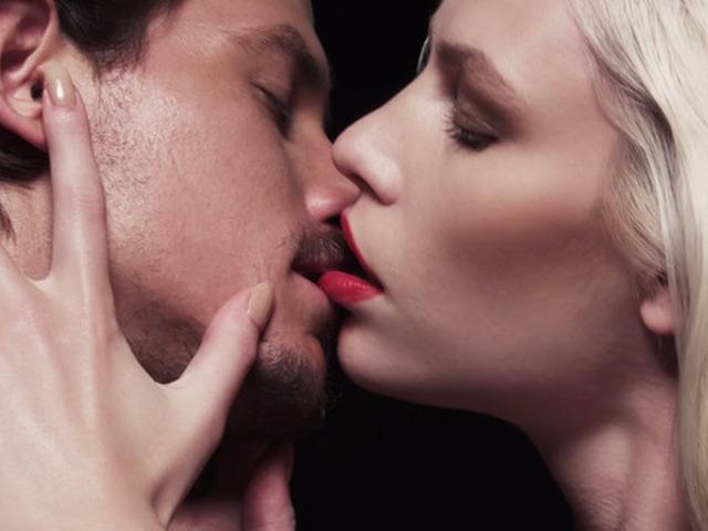 Поцелуй з язиком пд час секс вдео