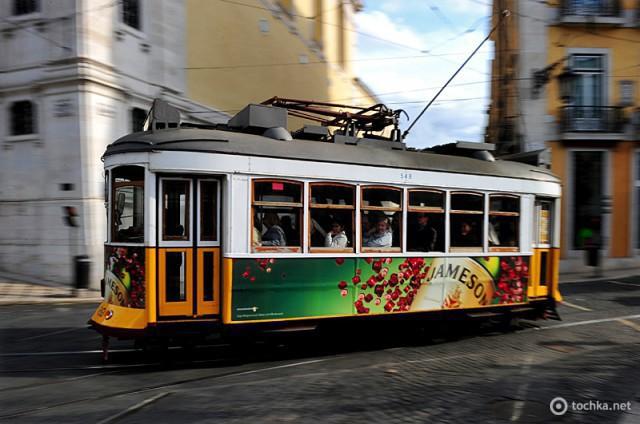 Новый год в Лиссабоне: рекламный трамвай №28