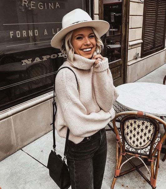 дівчина в шляпі