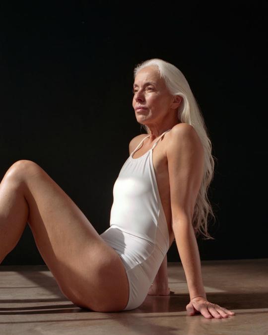 60-річна модель в рекламі купальників