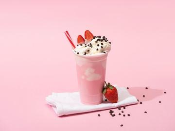 Полунично-молочний коктейль з морозивом