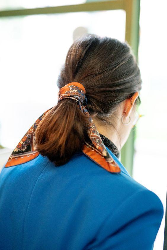 10 зачісок, зроблених за допомогою стильного аксесуара літа 2020