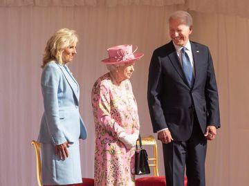 Елизавета ІІ с президентом и первой  леди США