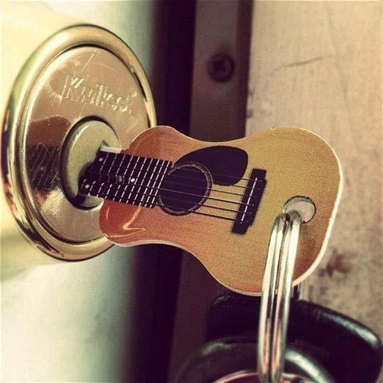 Оригинальный ключик-гитара