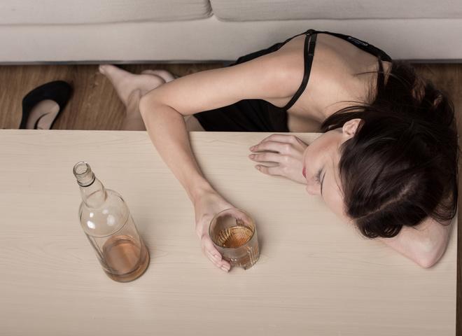 Женский алкоголизм: правда и мифы о вредной привычке