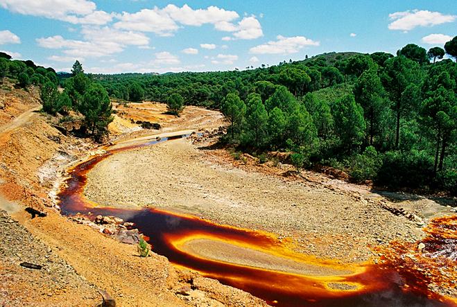 Кривава річка Ріо-Тінто в Іспанії