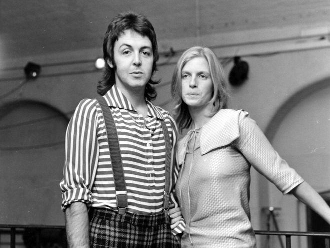 Пол Маккартни и его жена Линда Истман