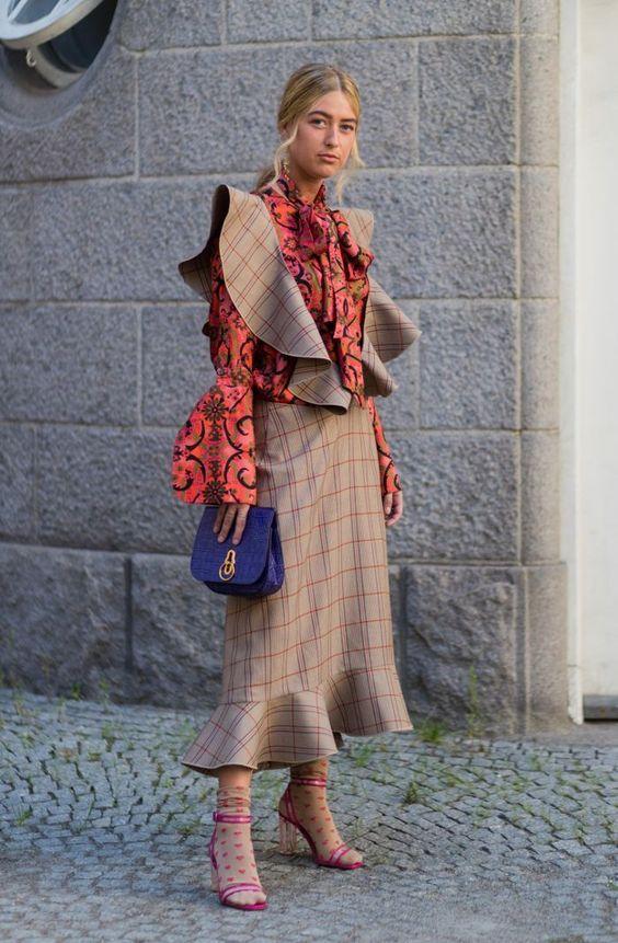 Модные блузки с акцентными деталями — тренд сезона