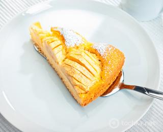 Легкий пирог с яблоками на кефире рецепт с фото