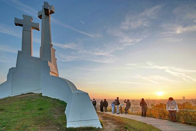 Цікаві місця Вільнюса: Холм Трьох Хрестів