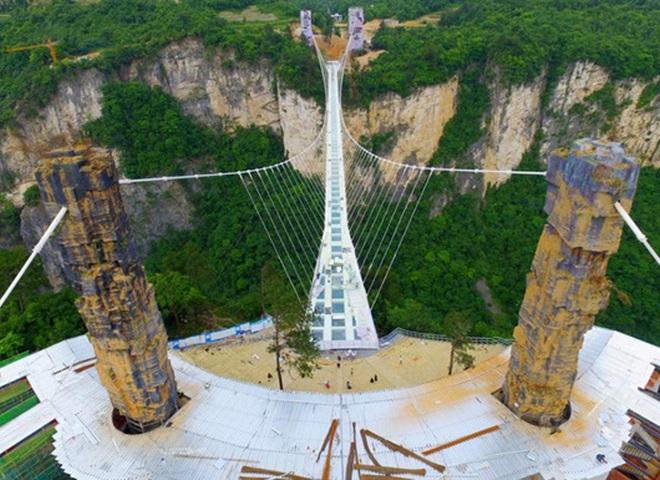 стекляный мост в Китае