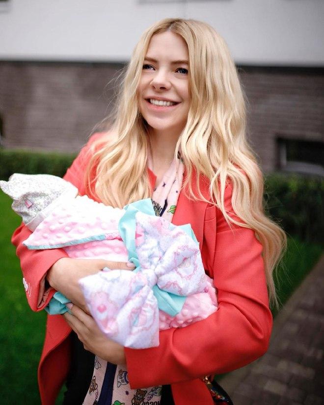 Ангелина Комарова впервые стала мамой