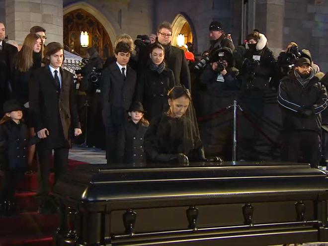 Селин Дион - похоронны мужа