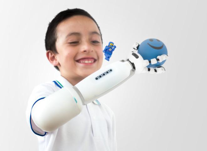 Детский протез от LEGO