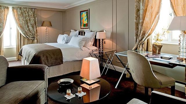 Шопінг в Парижі: Готель Le Burgundy Paris