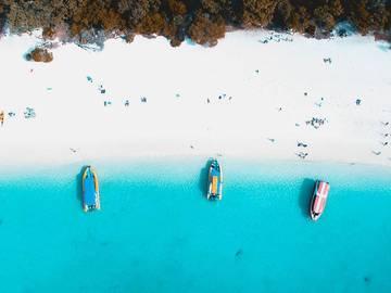 Новый год 2018 на море: брызги шампанского на самых красивых пляжах мира