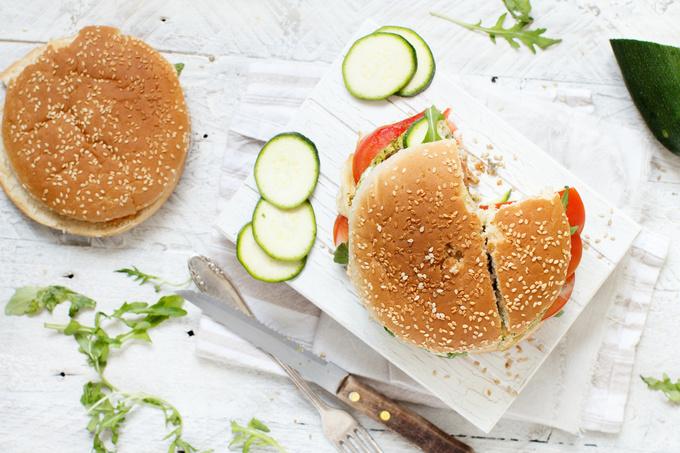 Домашній вегетаріанський бургер з броколі