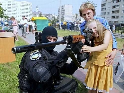 Добрая девочка мечтает стать снайпером!!
