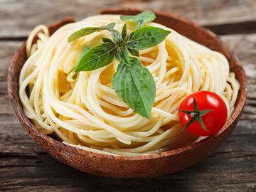 Романтический ужин: как красиво подавать и есть спагетти?